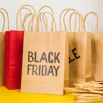 Maak winkelpakketten met verkoopinscriptie