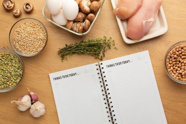 Maaltijdplanning notitieblok en voedselassortiment