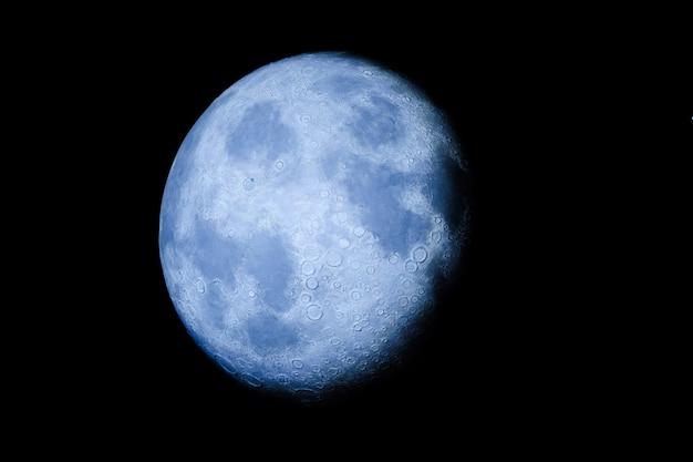 Maan aan de hemel