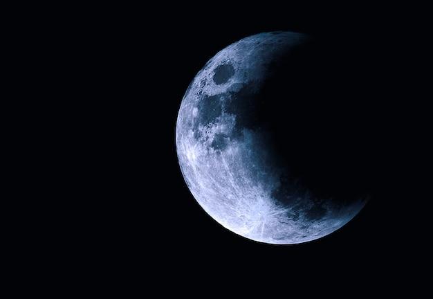 Maan in de ruimte, half deel van de maan met zonsverduistering
