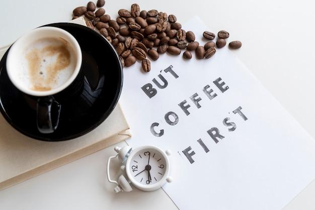 Maar koffie eerste citaat met klok