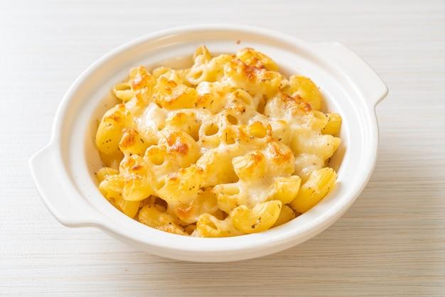 Mac en kaas, macaroni-pasta in kaasachtige saus - amerikaanse stijl