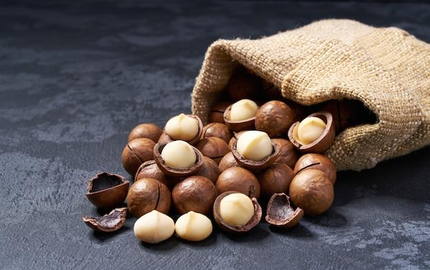 Macadamia noten in zak