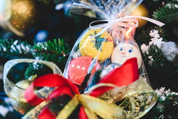 Macaron tas opknoping op een kerstboom