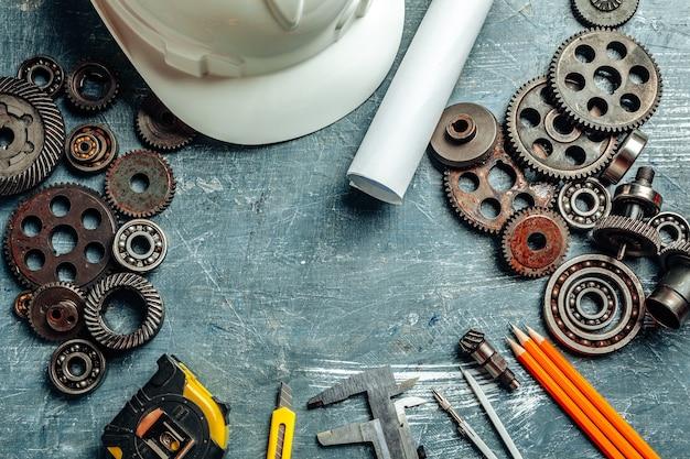 Machine ingenieur tools ingesteld op donkere houten achtergrond