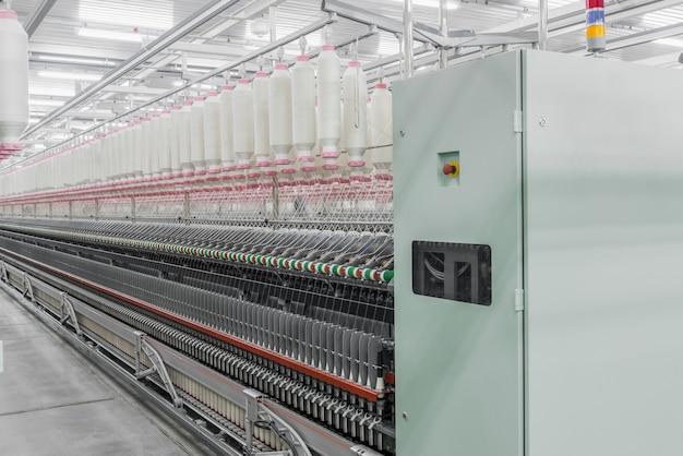 Machines en uitrusting in de werkplaats voor de productie van draad industriële textielfabriek