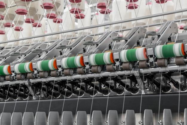 Machines en uitrusting in de werkplaats voor de productie van draadindustrieel textielfabriek