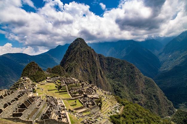 Machu picchu, cusco, peru, zuid-amerika. een unesco-werelderfgoed