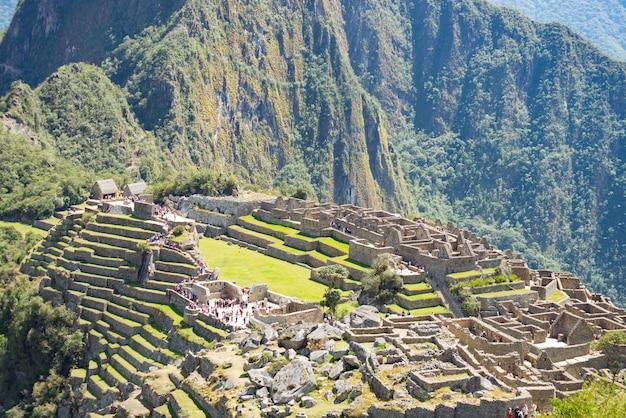 Machu picchu op de bergrug uitzicht van bovenaf