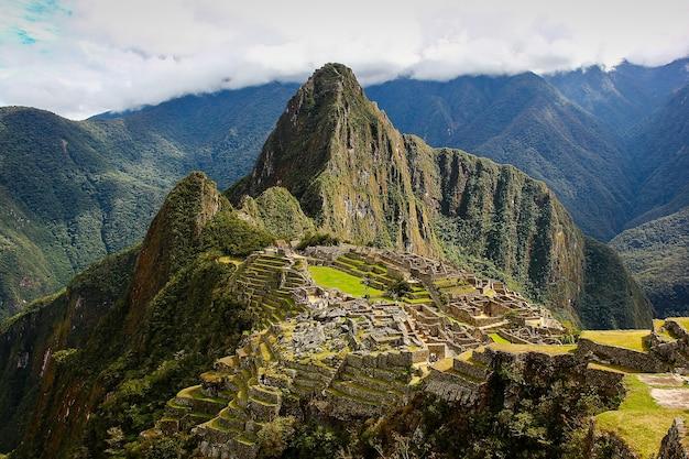Machupicchu inca-ruïnes in cusco, peru. unesco werelderfgoed. wandelen, trek uniek bestemmingsconcept