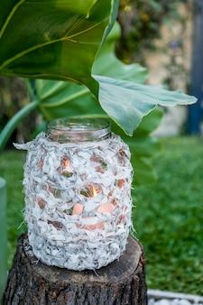 Macrame fles met een kaars binnen decoratie