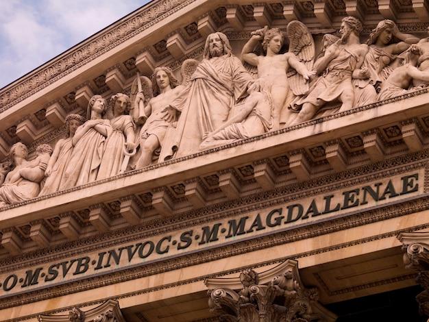 Madeleine church in parijs frankrijk