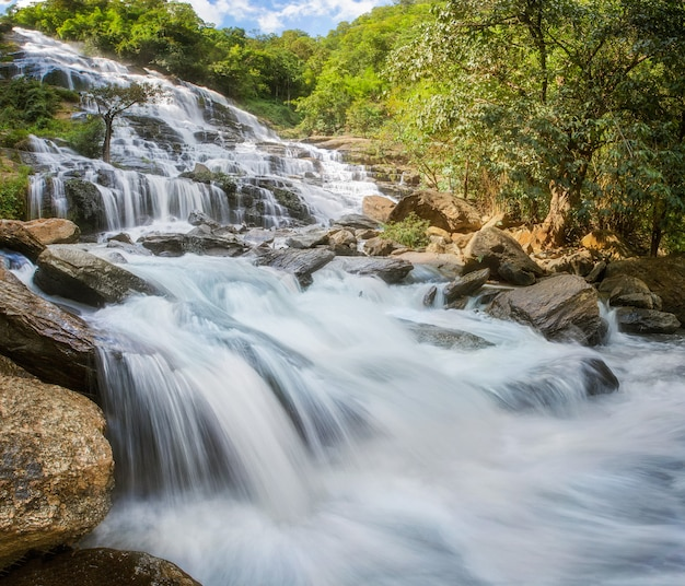 Mae ya-waterval in nationaal park doi inthanon