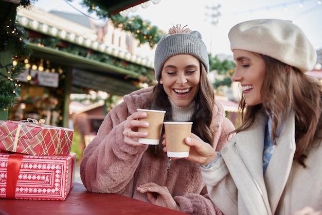 Magische tijd doorgebracht op de kerstmarkt met twee vrienden