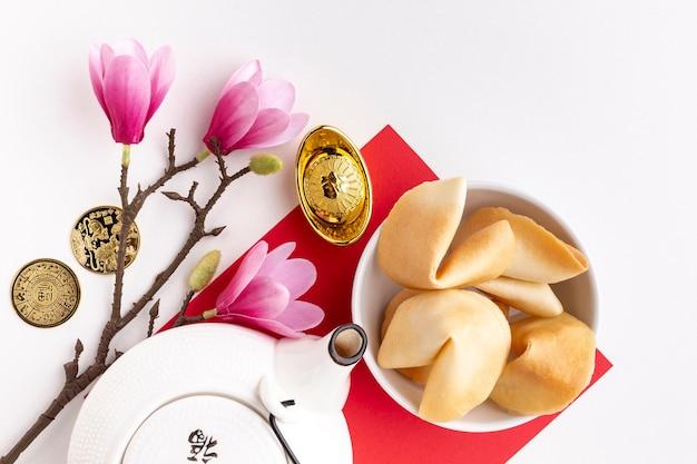 Magnolia en theepot chinees nieuw jaar
