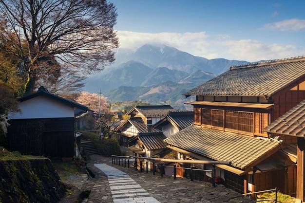 Magomejuku bewaarde stad bij zonsopgang, kiso