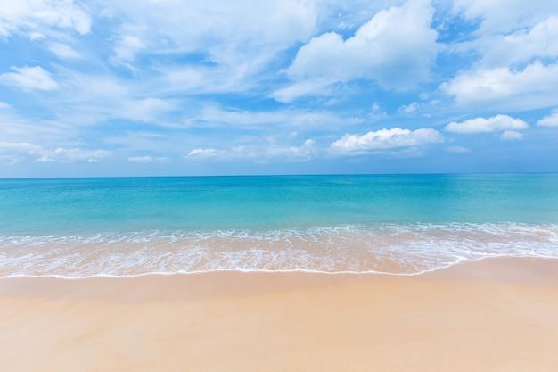 Mai khao-strand, phuket-provincie, zuidelijk van thailand.