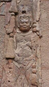 Maijishan cave-temple complex in tianshui-stad, gansu-provincie china. een berg met religieuze grotten aan de zijderoute
