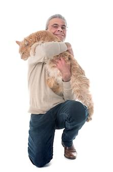 Maine coon kat en man