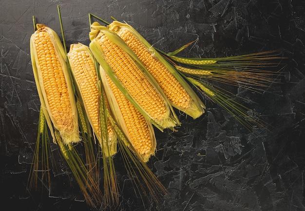 Maïs en tarwe spikes