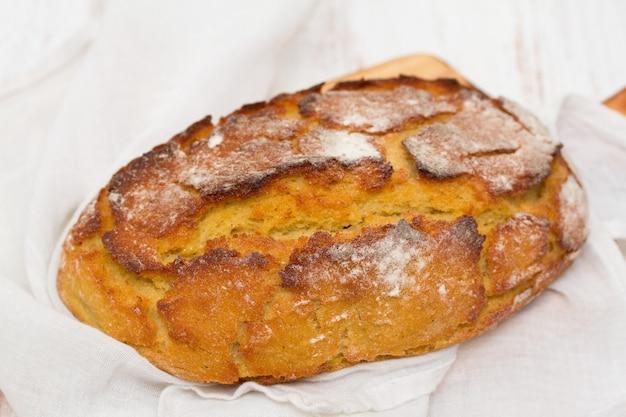Maisbrood met servet
