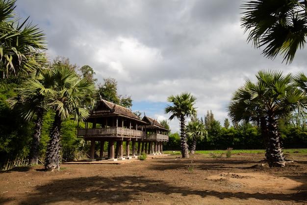 Maison sur pilotis in wat ton kwen, chiang mai thailand