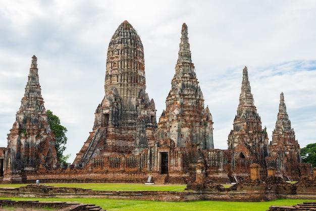 Majestueuze ruïnes van 1629 wat chai watthanaram gebouwd door koning prasat tong