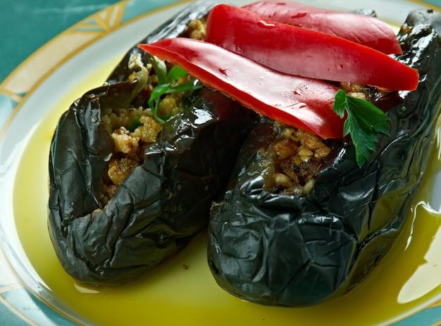 Makdous - in olie gezouten aubergines. levantijnse keuken