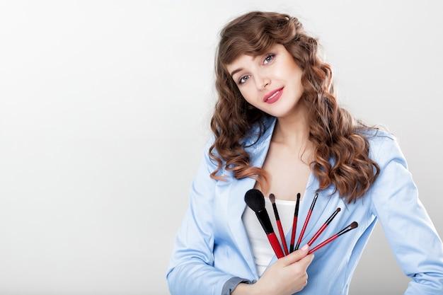 Make-up artiest make-up borstel te houden