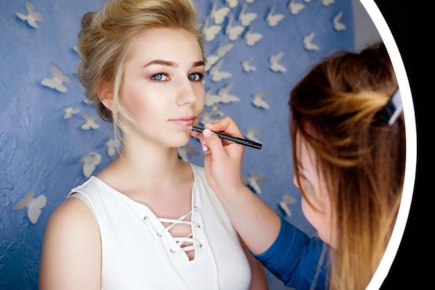 Make-up artiest op het werk