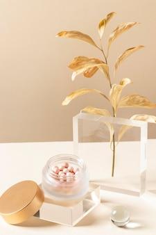 Make-up concept met gouden plant