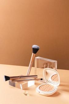 Make-up concept met kwasten en poeder