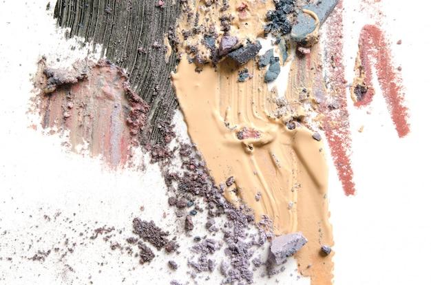 Make-up, cosmetische penseelstreken, vlekken op wit