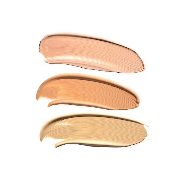 Make-up foundation slagen in verschillende tinten geïsoleerd op wit