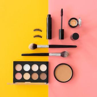 Make-up palet op tafel
