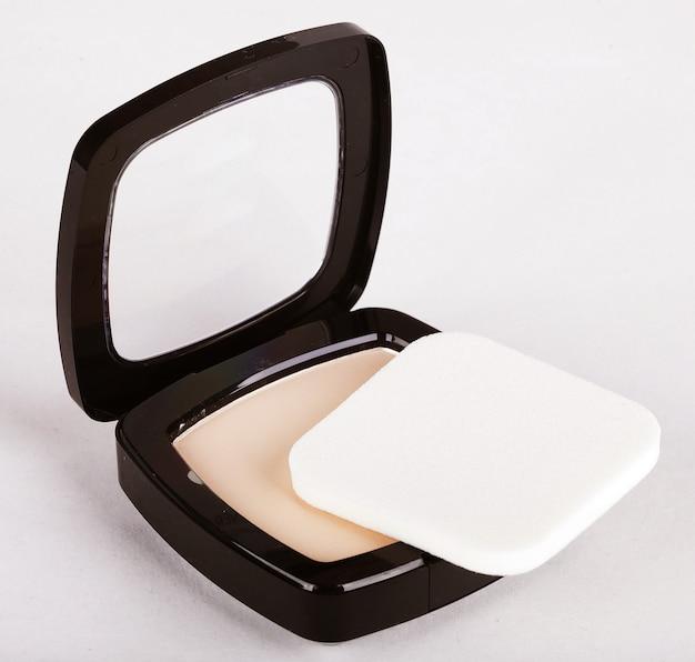 Make-up poeder in doos en make-up kwast