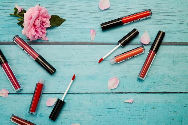 Make-up producten en lippenstift mat