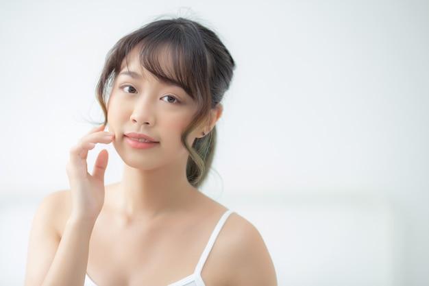 Make-up van de portret de mooie aziatische vrouw van schoonheidsmiddel