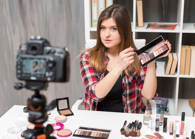 Make-up vlogger