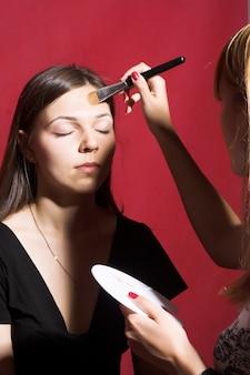 Make-up voor jonge vrouw