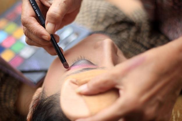 Make-up voorbereiding op bruiloft
