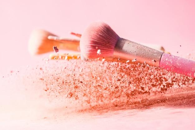 Make-upborstels met poederspetters