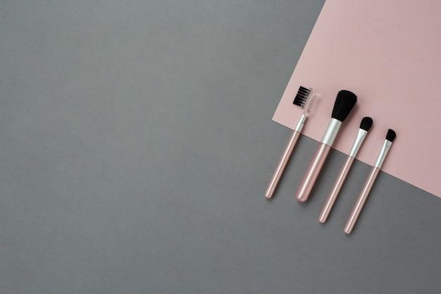 Make-upborstels op grijs