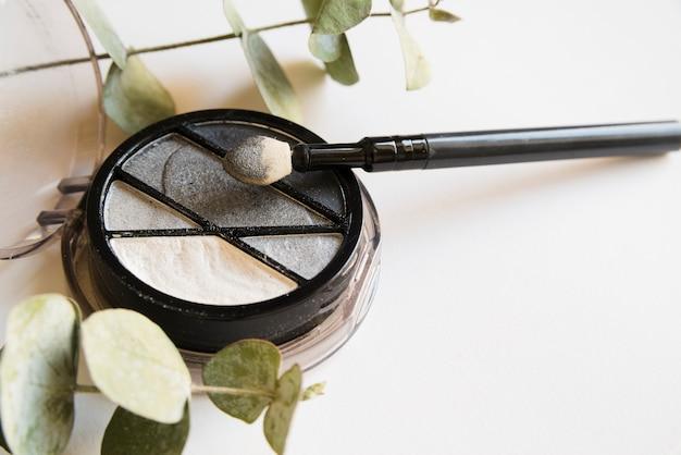 Make-uphulpmiddelen en oogschaduw