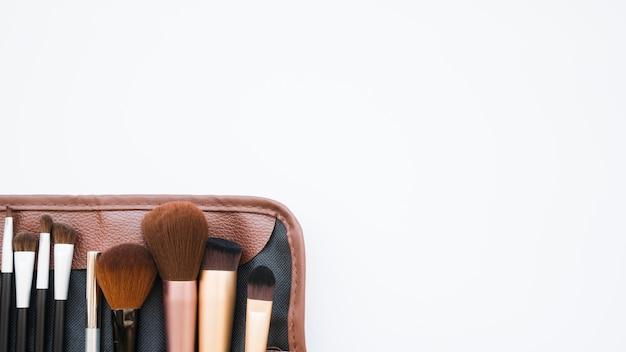 Make-uphulpmiddelen in een koffer