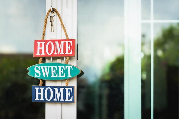 Makelaar biedt huis aan