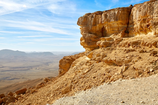 Makhtesh ramon crater in israël