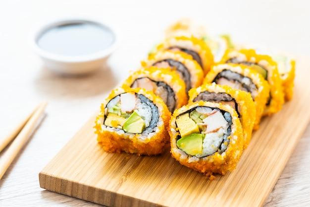 Maki van californië rolt sushi