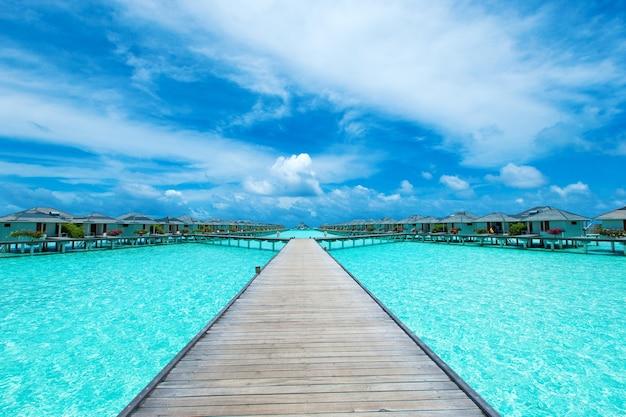 Maldiven waterbungalow op oceaanwaterlandschap