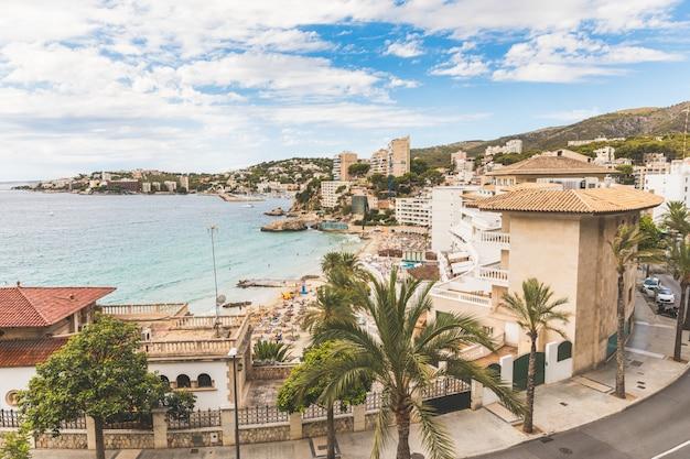 Mallorca, uitzicht op het strand van cala mejor Premium Foto